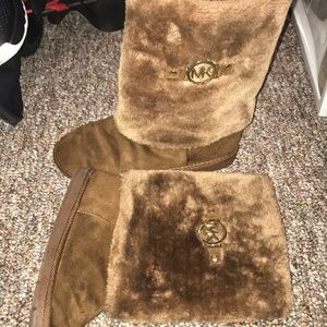 MK furry boots